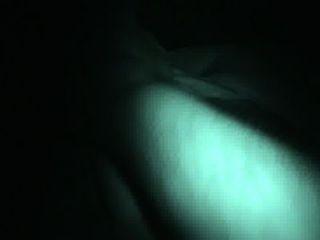 Brincando com uma garota grande dormindo tetas naturais