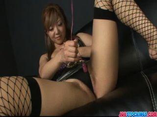 Molhado pingando asiático pussy dildo cheio e esguichando
