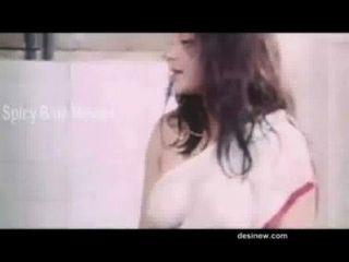 Bgrade filme cena quente na casa de banho