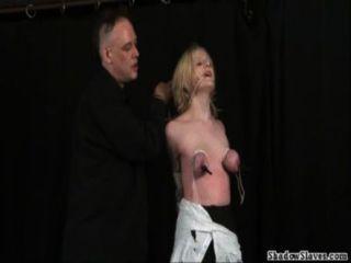 Tit atormentado loiras extremo bdsm e submissão hardcore de amador tatuado