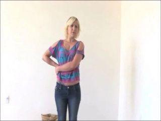 Marsha loira amador dá um bj molhado realmente áspero em sua audição calendário hoje