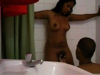 Menina indiana quente nagaland dedo no chuveiro pelo amante