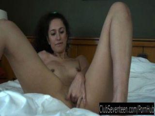 Zarema adolescente masturbando pussy