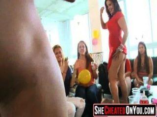 02 meninas de festa fodendo no clube com strippers 05