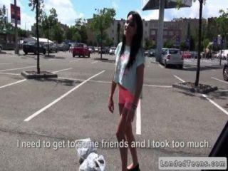 Dude fucks russian teen em seu carro em público