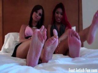 Ásia e ashley amor recebendo seus pés adorado
