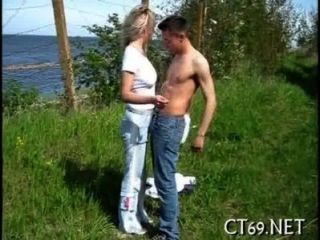 Sexo oral com um playgirl quente