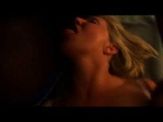 A mulher quente do slut faz exame de uma carga do cum na boca ao começar fodido