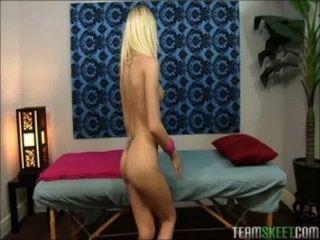 Petite blonde teen massageada e fodida com grande galo