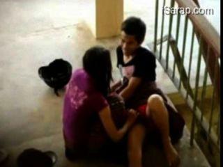 Estudante pinay nag iyotan sa hagdanan ng school