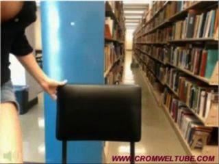 A menina da came da biblioteca começa travada www.cromweltube.com