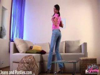 Assista-me tirar a minha pele jeans apertado