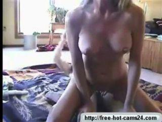 Quente loira montando um velho dick cam cams24.com