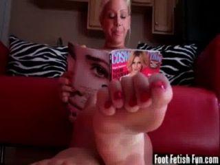 Verão teasing seu com seus pés perfeitos