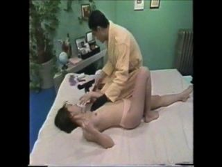 Menina japonesa gosta de massagem loção sexual 3 4