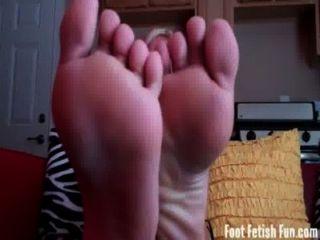Verão precisa de seus pés sexy adorado