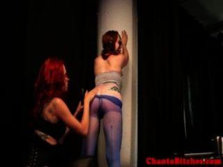 Lezdom mistress espanca seu sub gagged