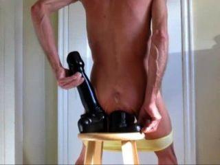 Calcinhas para baixo para double fucking enorme anal dildos
