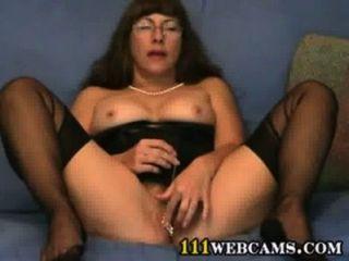 Pussy jogos em cam por uma senhora fetiche maduro em ffs nylons