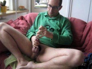 Um grande esperma bom esguincha em minha camisa verde