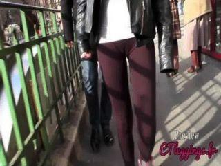 Rua cameltoe, meninas em leggings