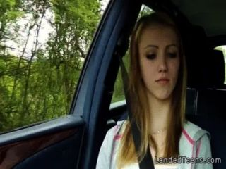 Encalhado loira adolescente fodendo em carro pov