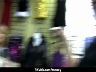Adolescente desesperada nu em público e fode pagar aluguel 23