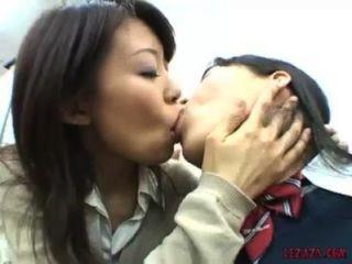 Asiático, schoolgirls, beijando, tit, chupando, tocando, pussy, escritório
