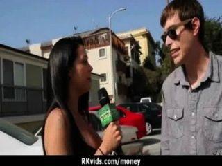 Adolescente desesperada nu em público e fode pagar aluguel 8