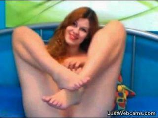Cam girl redhead joga com sua buceta