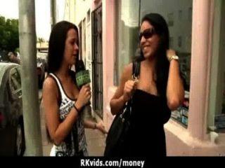 Adolescente desesperada nu em público e fode pagar aluguel 24
