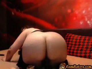 Sexy milf rides consolador com seu gordo ass