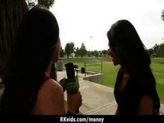 Adolescente desesperado nu em público e fode pagar aluguel 7