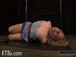 Hottie está sofrendo prazeres dor