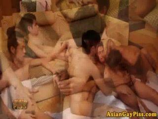 Gay asiático piss amantes têm uma orgia