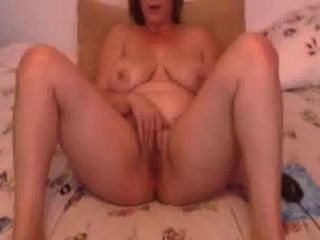 Minha verdadeira esposa linda gentilmente esfregando-se para a namorada no skype
