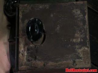 Porco amarrado submisso caned por dom preto