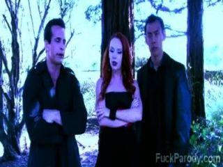 Estes vampiros tesão com sangue quente se divertem nesta paródia xxx