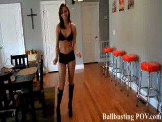 Chutar você nas bolas é muito divertido!