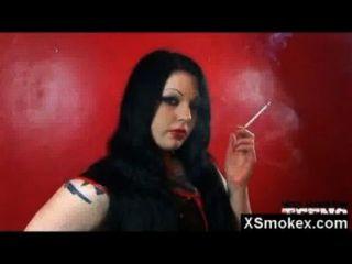 Fetiche de fumo surpreendente galão nu quente