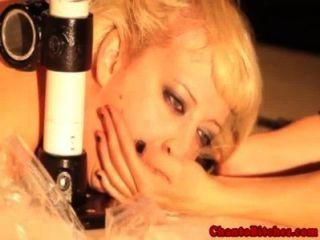 Lezdom mistress espanca sub após iceplay