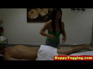 massagista nuru real na sessão de puxão do galo