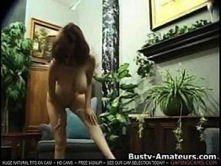 kathryn agitando seus seios pêndidos e masturba-se na câmara de câmara ao vivo mostra sexo mostra tits ao vivo bate-papo