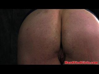BDSM sub boneca de cerejeira fica amarrada