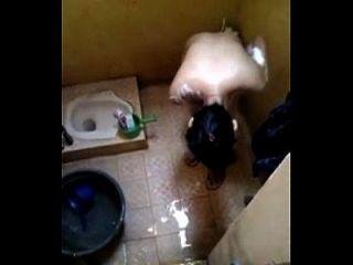 intip perawan mandi