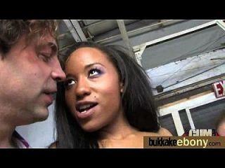 Ebony pela primeira vez com um grupo de dicks brancos 18