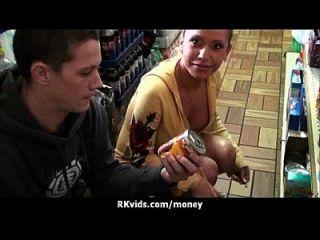 adolescente desesperado nu em público e foda-se para pagar aluguel 27