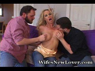 Experiências da esposa com dois novos amantes