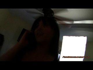 pov lap dance enquanto ela está no telefone
