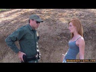 Adolescente ruivo quente fodido pela patrulha fronteiriça 1 1